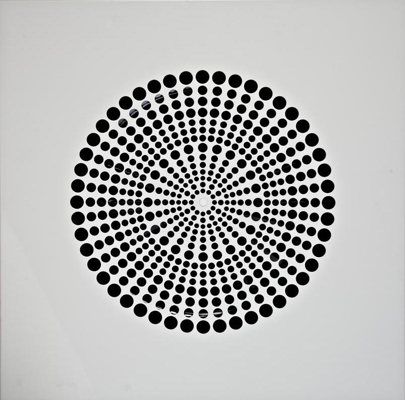 Swirl diffuser with perforated pattern
